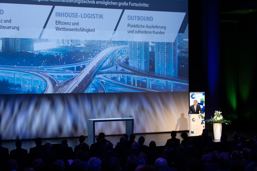 Host Oliver Zipse, CEO of BMW, during his keynote before the plenary session of the Forum Automotive Logistics